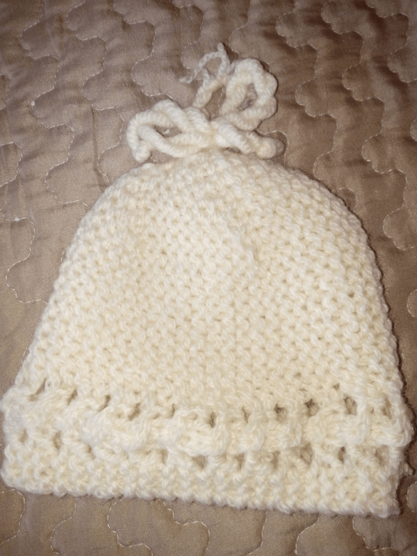 cappellino a ferri incrociati per neonato