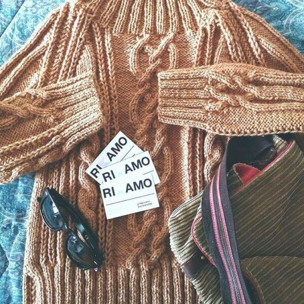 maglione con trecce ai ferri