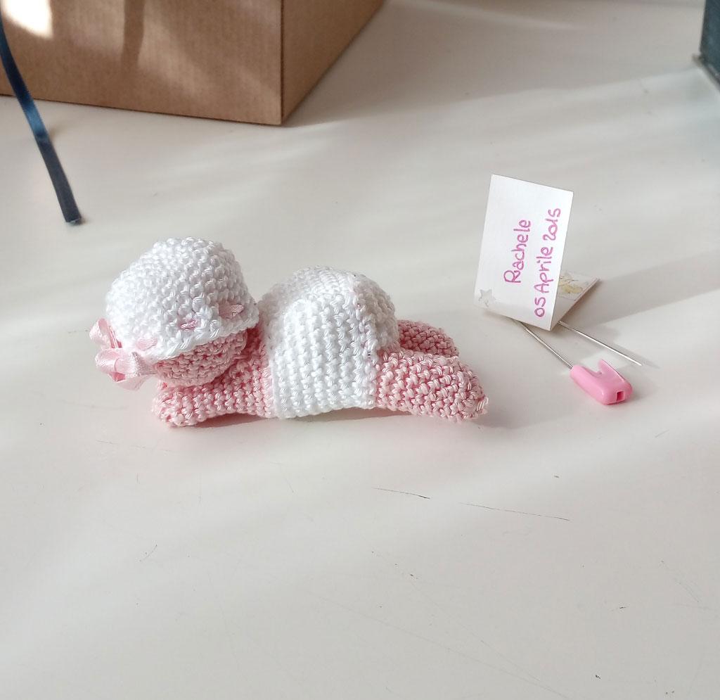 Neonato sdraiato amigurumi crochet uncinetto tutorial schema gratis | 995x1024